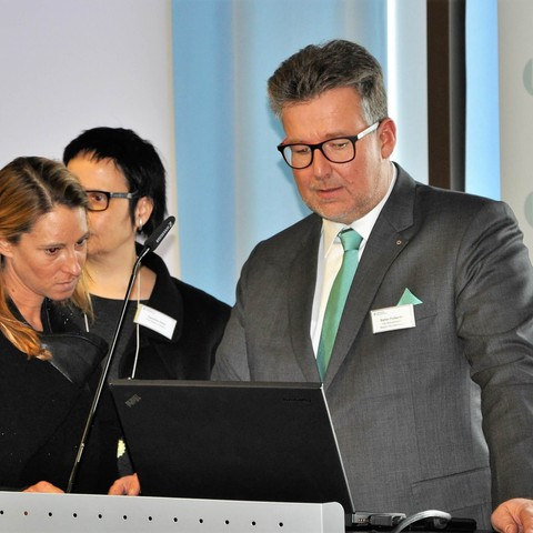 Gespräch, Laptop, Pult, 11.Fachkonferenz, Handelsverband