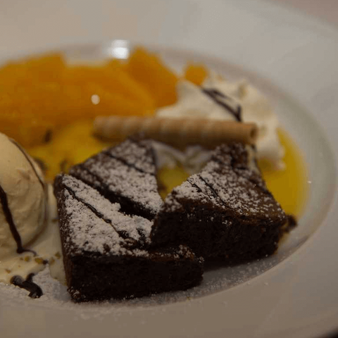 dessert hausgemachter schokokuchen