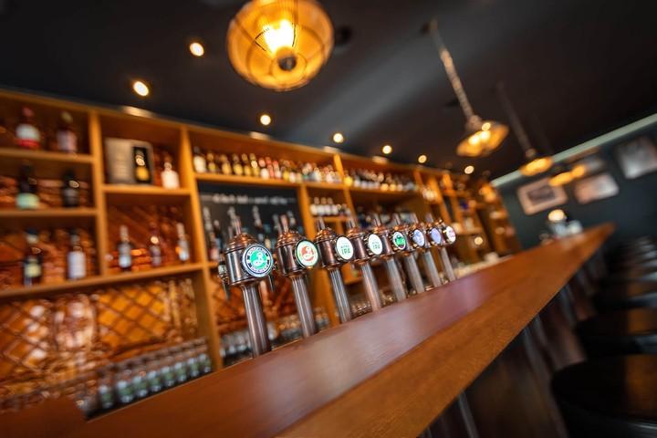 Bar, Tresen, Bier, Zapfhahnen
