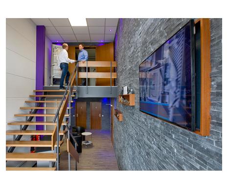 eingangsbereich ecs gmbh bildschirm treppe