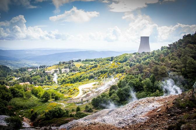Das geothermische Kraftwerk in Larderello in der Toskana